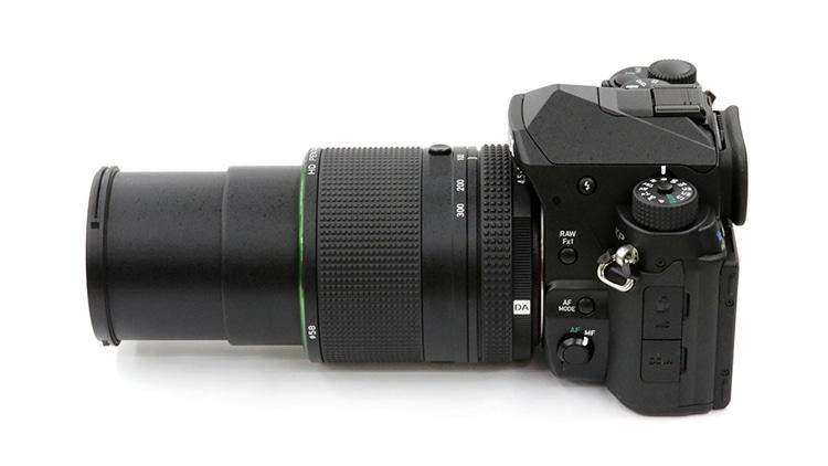 PENTAX KP + HD PENTAX-DA 55-300mmF4.5-6.3ED PLM WR RE 側面画像