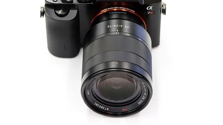 SONY(ソニー) α7R + Vario-Tessar T* FE 24-70mm F4 ZA OSS 本体1