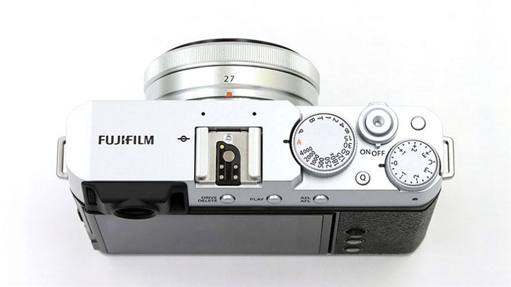 FUJIFILM(富士フイルム)X-E4 + XF 27mm F2.8 本体2