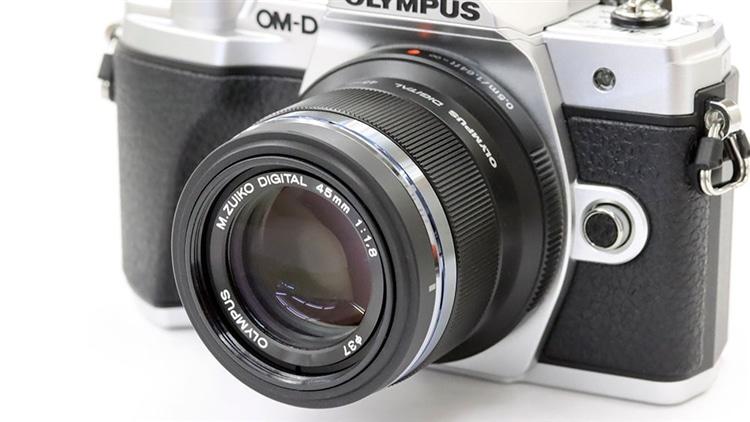 OLYMPUS(オリンパス)OM-D E-M10markⅢ + M.ZUIKO DIGITAL 45mm F1.8 本体1