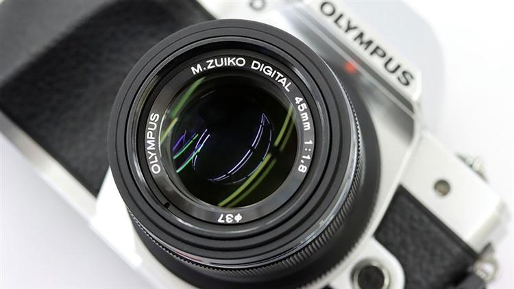 OLYMPUS(オリンパス)OM-D E-M10markⅢ + M.ZUIKO DIGITAL 45mm F1.8 本体3