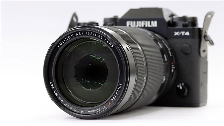 FUJIFILM(富士フイルム) X-T4 + フジノンレンズ XF70-300mmF4-5.6 R LM OIS WR 本体2