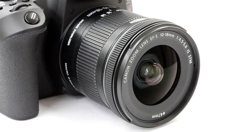 Canon(キヤノン) EOS 80D + EF-S 10-18mm F4.5-5.6 IS STM 本体2
