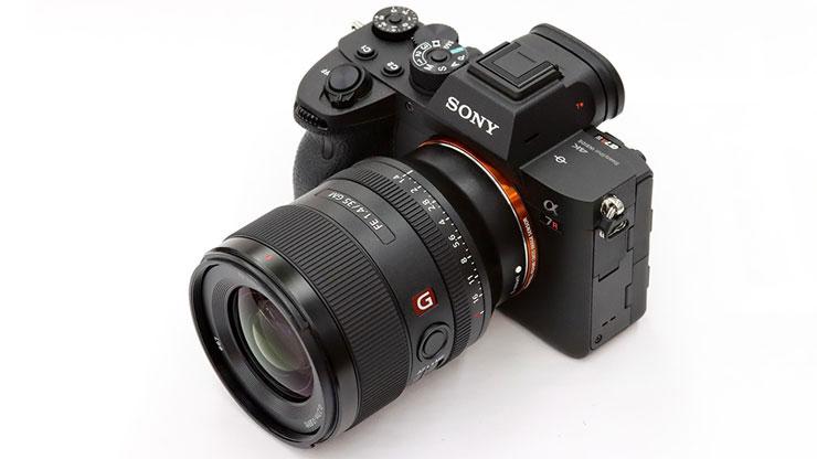 SONY(ソニー) α7RIV + FE 35mm F1.4 GM 本体1